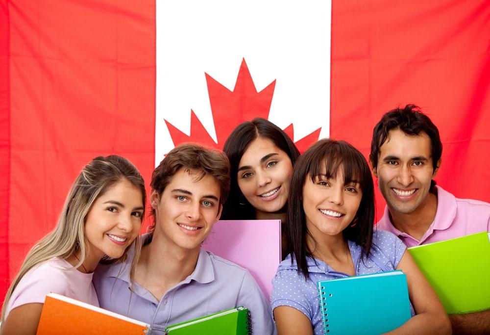Du học Canada có thể đạt chứng chí IELTS hoặc TOEFL